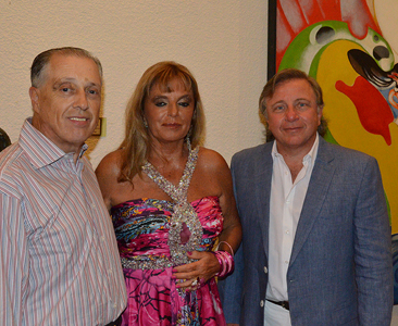 Cesar Rodríguez Batlle  junto a Silvia Klemensiewicz y Doctor Jhon Lima