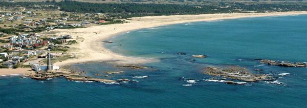 Excelente vista del balneario José Ignacio, sus hermosas costas y el icónico Faro