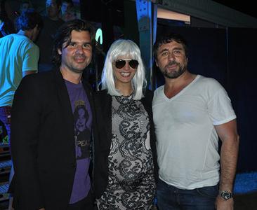 Antonio de la Rúa junto a su pareja Daniela Ramos y Guga Pereira