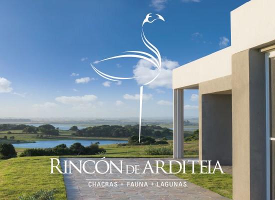 En la costa rural de Rocha, en la cuenca lacustre de la Laguna Garzón, se guarda un secreto majestuoso: Rincón de Arditeia
