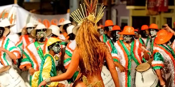 Todo el color, trajes y bailes presentes en el Carnaval 2013