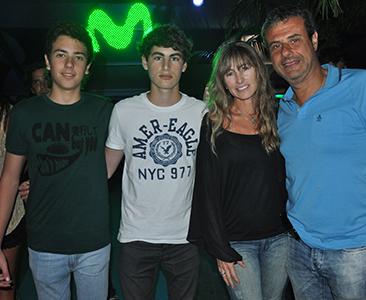 Ari Paluch con su esposa e hijos