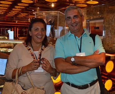 Ana Laura Costa y Gustavo Barceló, de Dirección de Turismo de la Intendencia de Maldonado, coordinadores de la visita al crucero.
