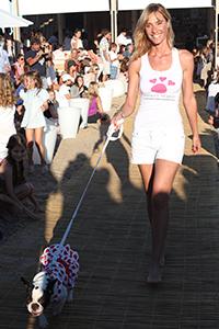 """Lara Bernasconi en el desfile """"Amores Perros"""""""