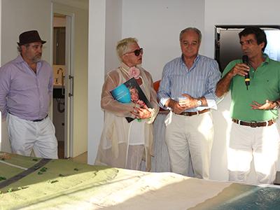 Félix Abánades junto a Rose Hartman, Horacio Díaz y Martín Laventure, alcalde de Punta del Este