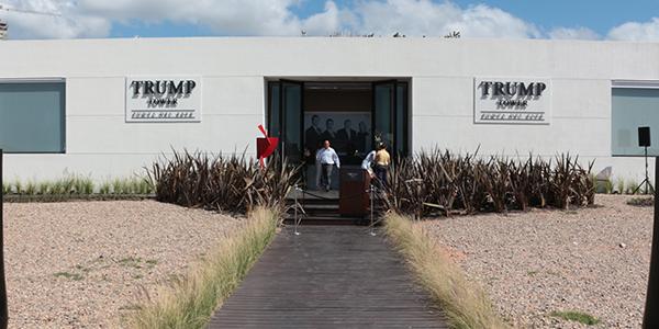 Entrada al showroom de Trump Tower Punta del Este