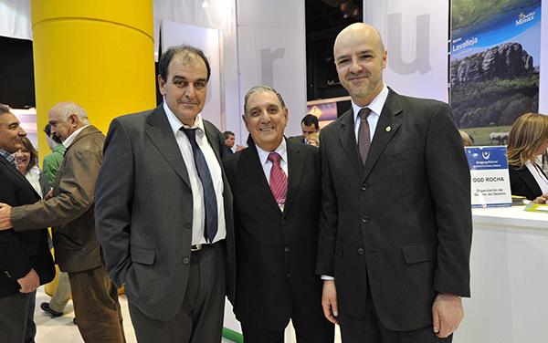 Oscar de los Santos, Intendente del Departamento de Maldonado junto a Carlos García Santos, director de Marketing Inmobiliario y Antonio Carámbula, subsecretario de Turismo de Uruguay