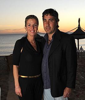 Stella Ferreyro, directora de Eventos con diseño y su esposo