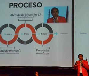 Carlos Munoz, socio fundador y director de  innovación Grupo 4 en presentación de como están cambiando los proyectos a nivel global al incluir la conceptualización de corazón del modelo de negocios