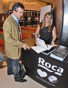En el stand de Roca la Arquitecta Viviana Morgante con el Arquitecto Diego Vecino