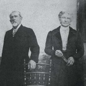 Henry y su esposa Carmen Rodríguez