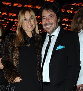 Ricky Sarkany y señora