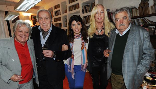 Lucía Topolansky, Carlos Páez Vilaró, Marisol Nicoletti, Anette Deussen y José Mujica