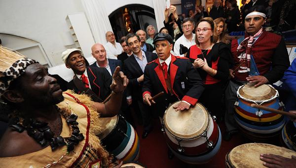 Como no podía faltar en una celebración con Carlos Páez Vilaró, los tambores se hicieron escuchar