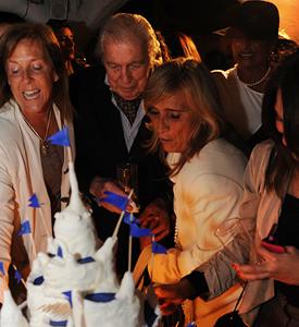 Rodeado de familia y gente amiga, Carlos con su Casapueblo hecho en torta festejó sus 90 años