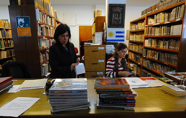Punta del Este Internacional, es el libro de consulta en la biblioteca de Maldonado, donde estudiantes de turismo y diseño lo utilizan cada año para su formación