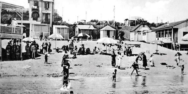 En dos plantas, con vista sobre la playa, la casa construida por el Comodoro Juan Máximo Gorlero. Desde ella se veía la playa y el mar.