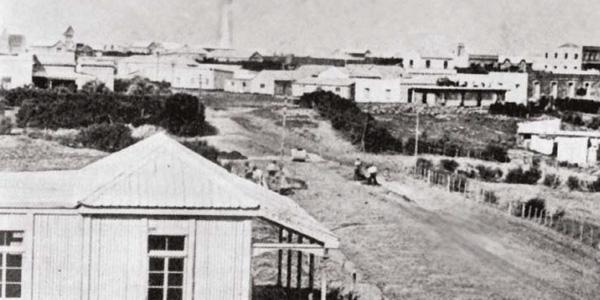A principos del siglo XX las primeras casas de madera fueron importadas de Noruega por Juan Bautista Gorlero.