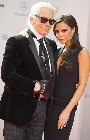 Victoria Beckham junto a Karl Lagerfeld, viste Chopard para los Bambi Awards