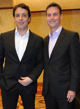 Juan Eduardo García (Conrad)  junto a John Connelly (Bally)