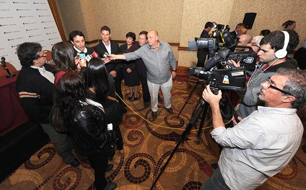 Conferencia de prensa y entrevista a Juan Eduardo García de Conrad