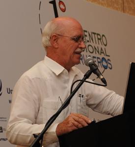 Michael Ronan, vicepresidente de Royal Caribbean International, en su disertación