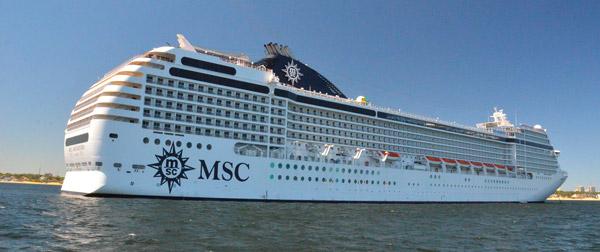 Crucero de la flota de MSC Cruceros, en la bahía de Punta del Este
