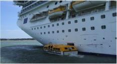 Desembarco de los visitantes en las embarcaciones que los trasladan a tierra