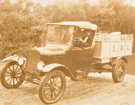 Entre la década del 30 y el 50 del S.XX, Garzón tuvo casi 2000 habitantes. El ferrocarril y el molino hicieron posible su crecimiento