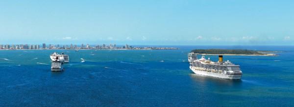 Vista aérea de la península de Punta del Este y la Isla Gorriti, con la llegada de 4 cruceros de las diferentes flotas que nos visitan año a año
