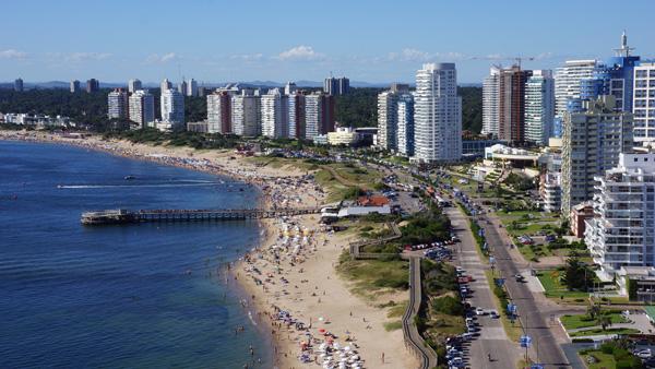Bahía de Punta del Este, con sus hermosas arenas blancas de playa Mansa
