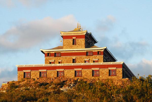 En el borde del vecino departamento de Lavalleja, se encuentra el Monasterio Chagdud Sengue Dzong, Centro de Budismo Tibetano Vajrayana