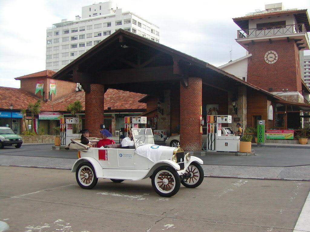 Paseo patrimonial de autos clásicos