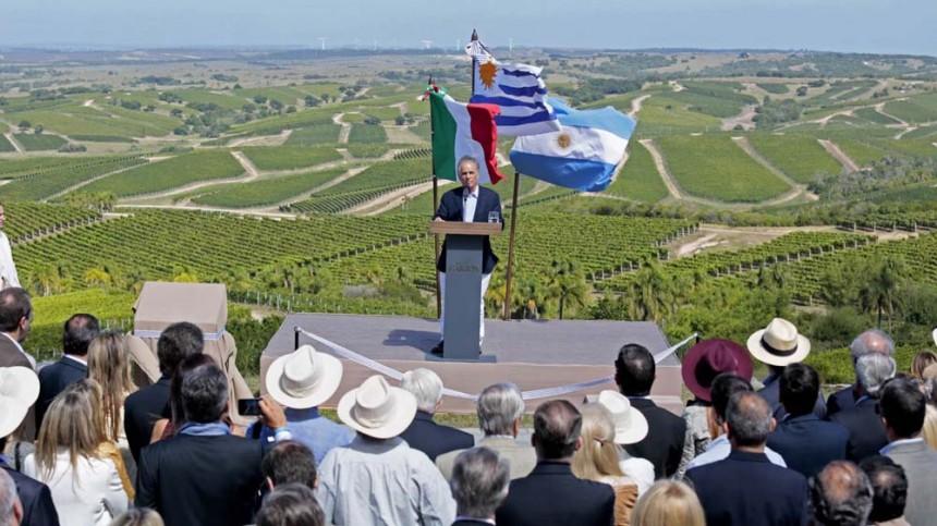 Alejandro y Bettina Bulgheroni descubrieron Garzon en 1999, vieron alli su pequena Toscana en Uruguay y proyectaron una bodega sustentable, que ahora es un icono a nivel mundial