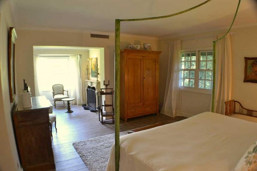 """""""L'Auberge es uno de los hoteles más distinguidos y reconocidos de Punta del Este, no sólo por estar celebrando casi 7 décadas de vida, sino por haberse mantenido como ícono de la ciudad ofreciendo un excelente nivel de servicio en una ubicación privilegiada."""