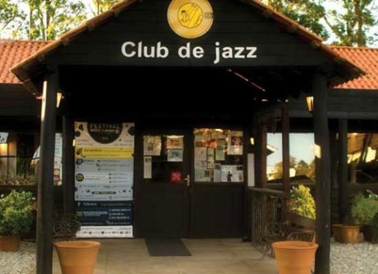 Restaurante y club de jazz Medio y Medio