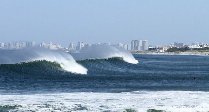 """Foto de alguna ola en Punta del Este, por """"Olas del Este""""."""