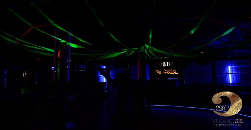 Ocean Club, discoteca que brinda fiestas temáticas durante toda la temporada.