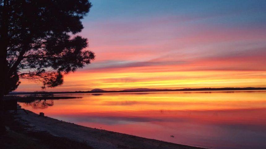 Un espectacular atardecer en Laguna del Sauce...