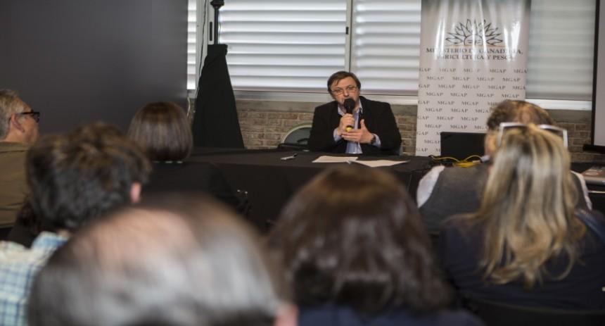 Durante la exposición anual desarrollada en la Rural del Prado, el INAVI convocó a una ronda de prensa en la que el Enólogo José María Lez habló sobre el consumo responsable en el sector vitivinícola.