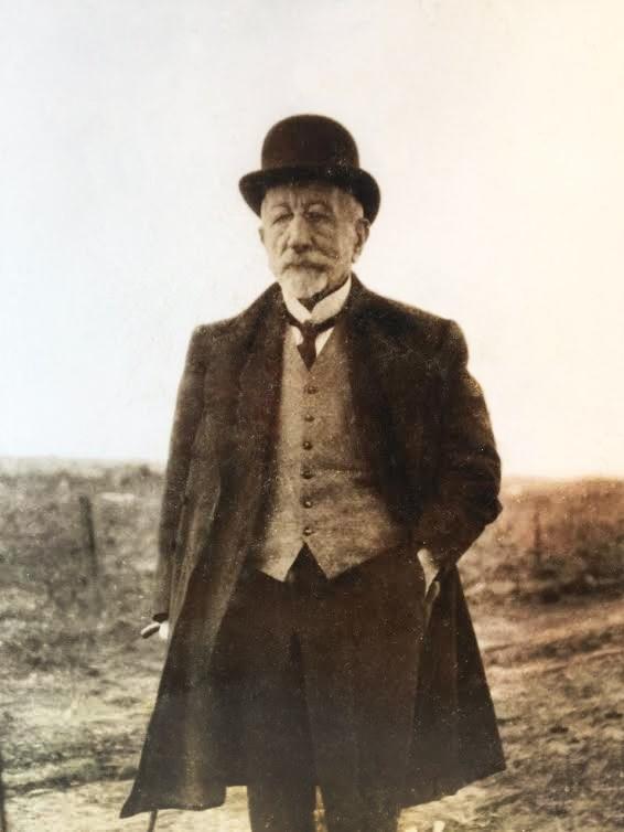 Hombre de letras y empresario marítimo, el uruguayo Antonio Lussich también se dedicó a la fascinante labor de la arboricultura, concibiendo en Punta Ballena una auténtico refugio natural.