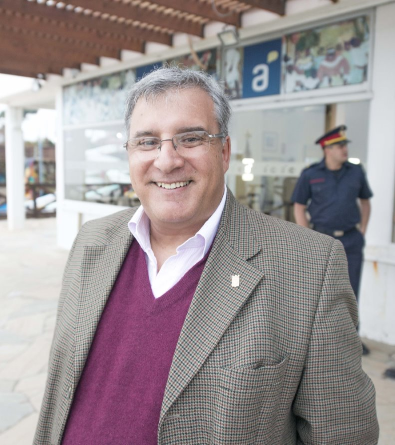 El historiador Fernando Cairo fue el orador durante la inauguración de esta importante muestra en torno al navío Salvador.