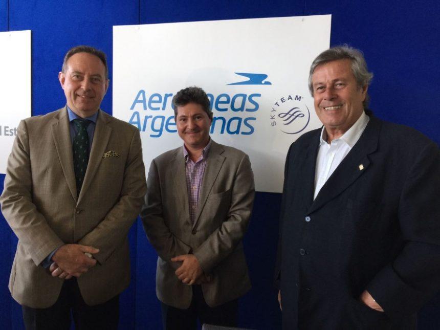 El Ministro Cónsul General del Uruguay, Álvaro Barba García y el Cónsul de la República Argentina en Maldonado y Rocha, José Andrés Basbus, junto al intendente de Maldonado, Ing Enrique Antía.