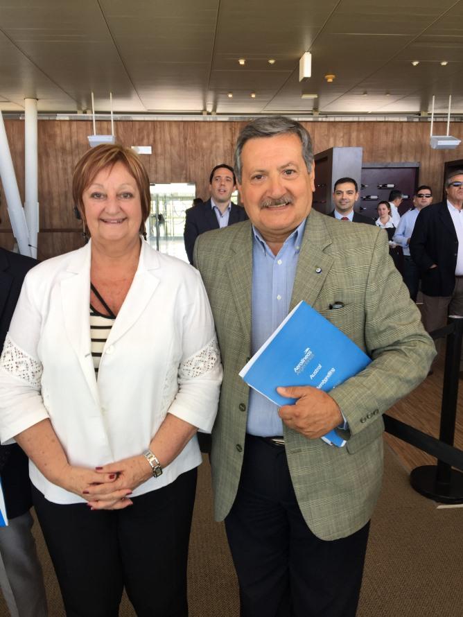 La ministra de Turismo, Liliam Kechichián y Gustavo Carceglia, El gerente general para Uruguay de Aerolíneas Argentinas.