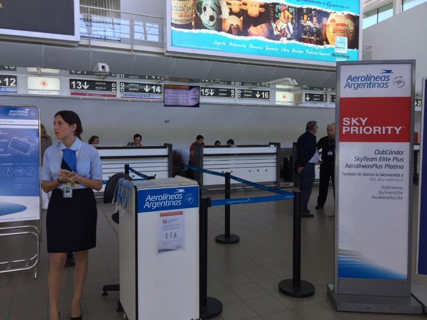 El Aeropuerto de Punta del Este recibió el primero de los vuelos directos de Aerolíneas Argentinas, que llegaron desde Córdoba y Rosariopara disfrutar de los primero días del verano en Punta del Este...