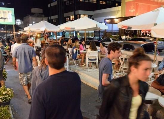 Calle 27, la cuadra del verano en Punta: food trucks, comida gourmet, cervezas artesanales y más
