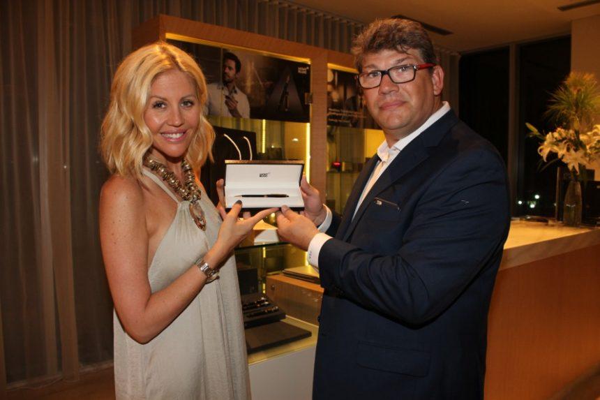 Barbie Simmons junto con Fernando Stolovas.