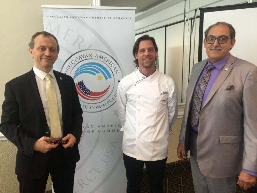 Autoridades de la Uruguayan American Chamber of Commerce – USA, el presidente de UACOC Horacio Knaeber y el vice presidente Dr. Miguel Matto y el chef Tomás Bartesaghi.