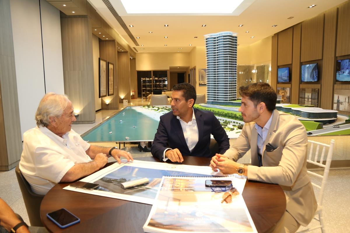 Ismael Cala, Sergio Grosskopf e Ignacio Gonzalez, Presidente de ABF, en la presentación de America Business Forum en Fendi Chateau.