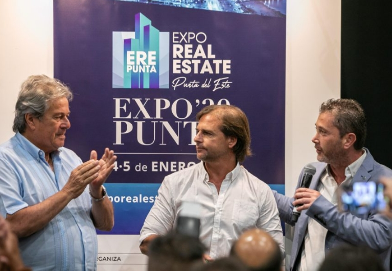 Intendente de Maldonado, Enrique Antía, el electo presidente Luis Lacalle Pou y Silvano Geler, responsable de la Expo Real Estate Punta del Este